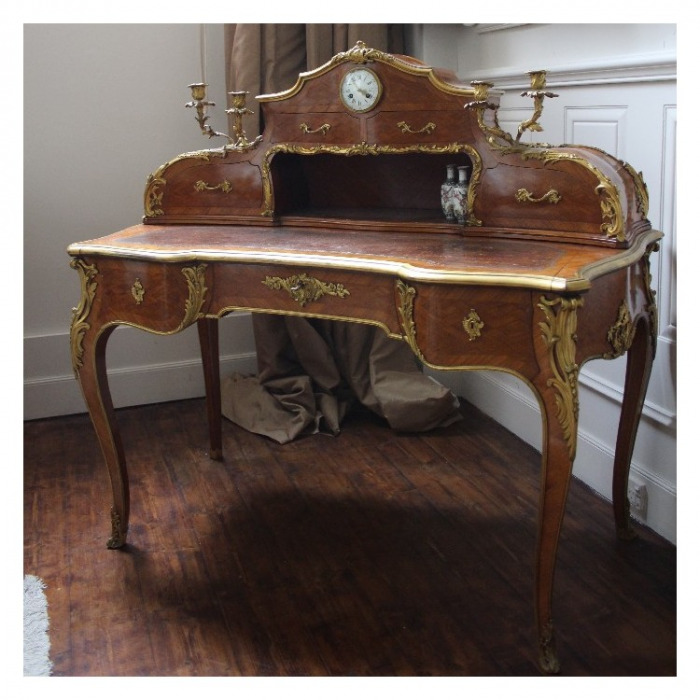 A LOUIS XV ORMOLU-MOUNTED, KINGWOOD AND BOIS SATAINE, MARQUETRY BUREAU A GRADIN. ATTRIBUTED TO THEODORE MILLET. CIRCA 1880.