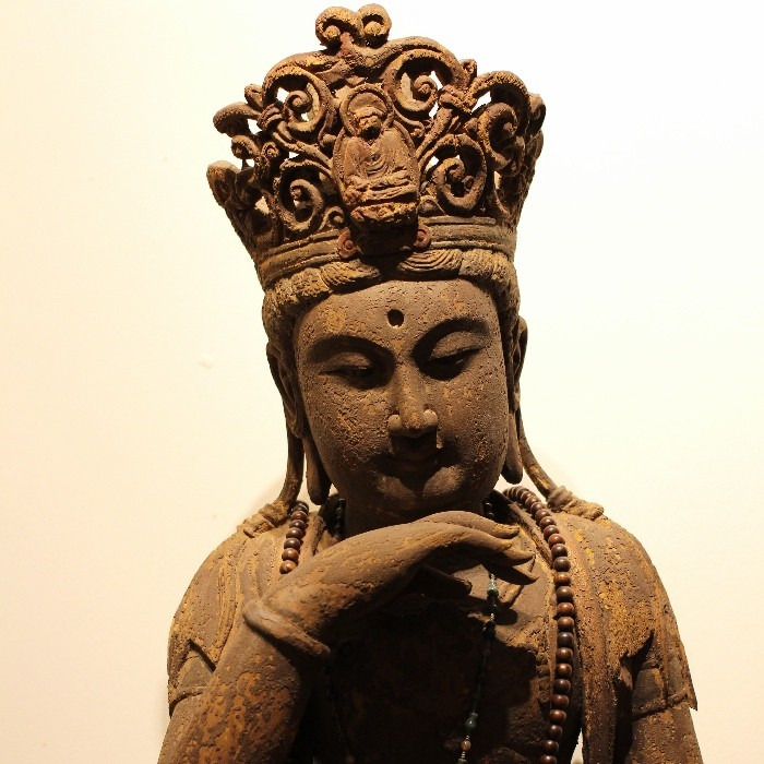 A RARE GILT-LACQUERED WOOD CARVED SEATED FIGURE OF GUANYIN QING DYNASTY, 18TH CENTURY