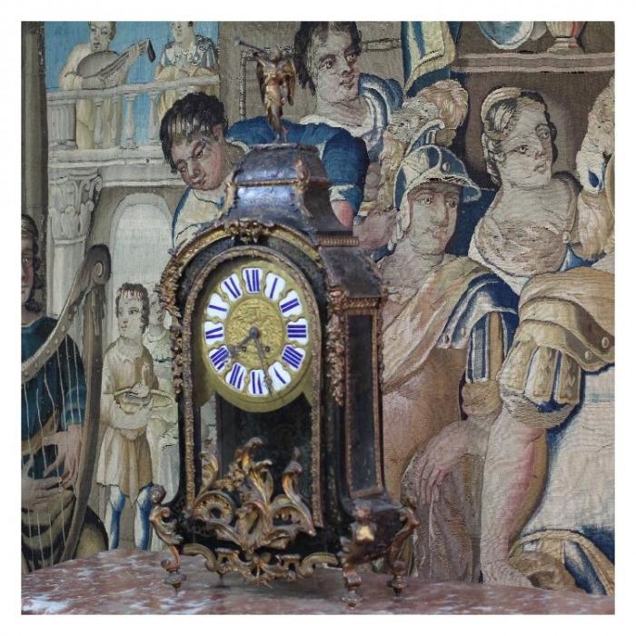A 19TH CENTURY REGENCE, ORMOLU MOUNTED, BOULLE MARQUETRY CLOCK. CIRCA 1870