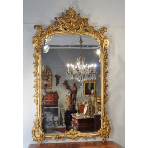 AN 18TH CENTURY LOUIS XV/XVI TRANSITIONAL PERIOD, GILTWOOD MIRROR. CIRCA 1770.