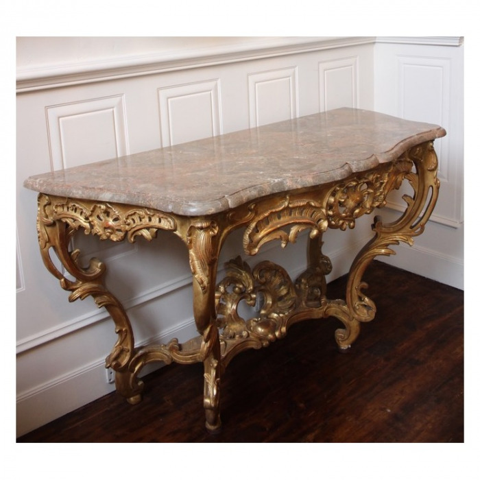 AN 18TH CENTURY, LOUIS XV PERIOD ARC-EN-ARBALÈTE, GILTWOOD CONSOLE TABLE. CIRCA. 1740-1745.